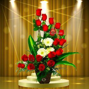 arreglo de flores en escalera media luna con rosas bogot